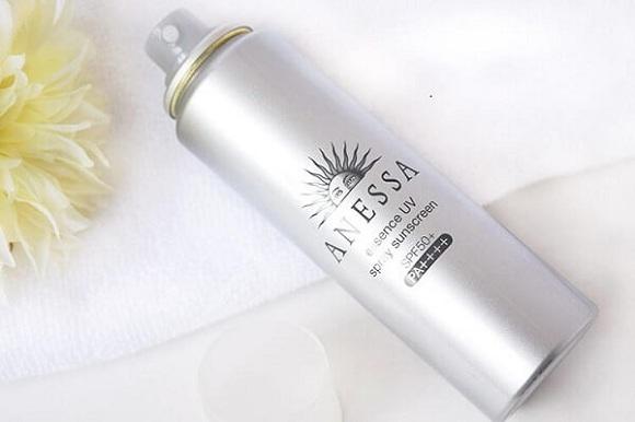 Anessa Essence UV spray Sunscreen SPF 50+ PA++++ màu bạc