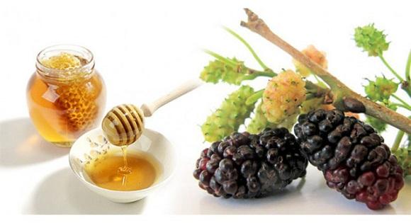 Cách làm trắng da bằng hỗn hợp dâu tằm và mật ong