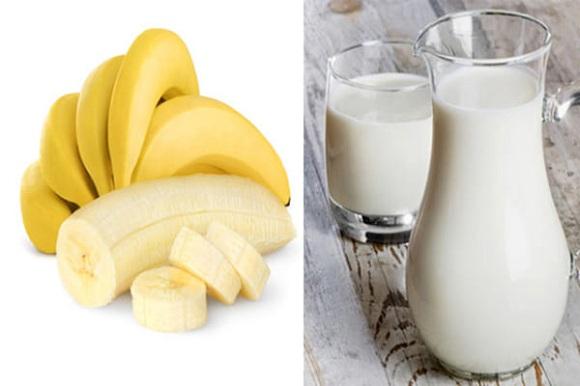 Cách làm trắng da với sữa tươi và chuối