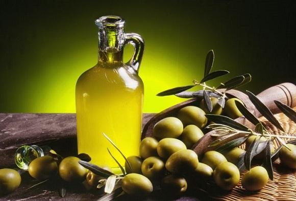 Cách trị mụn với dầu oliu