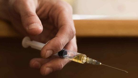Không dùng chung kim tiêm với những người khác tránh bị virus lây nhiễm