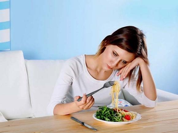 Mệt mỏi, chán ăn là triệu chứng dễ gặp ở những người bị viêm gan B