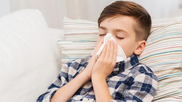 Azithromycin được dùng để điều trị các bệnh nhiễm trùng do vi khuẩn gây ra (2)