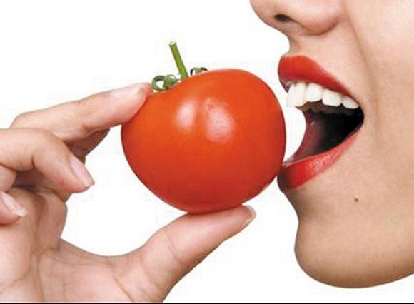 Nên chọn những quả cà chua có màu đỏ tươi sáng vì chúng có khả năng có hàm lượng lớn chất chống oxy hóa (7)