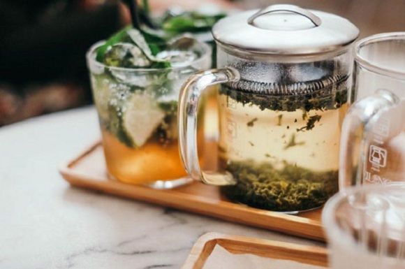 Nên sử dụng dụng cụ bằng thủy tinh hoặc sứ để pha trà (9)