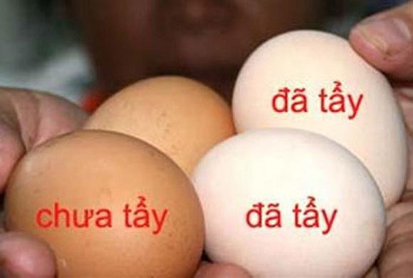 Phân biệt trứng gà bị tẩy trắng (5)