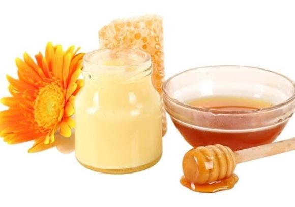 Sữa ong chúa thường được pha chung với mật ong (4)